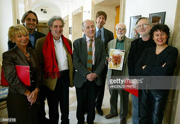 The jury of the of the French Prix Bendrihem photo contest for the best European political photo poses in Rome 23 April 2004 Silvana Puppato from Il...