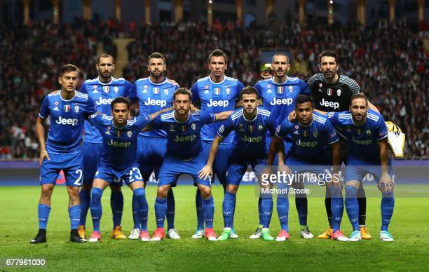 The Juventus team line up for photos prior to the UEFA Champions League Semi Final first leg match between AS Monaco v Juventus at Stade Louis II on...