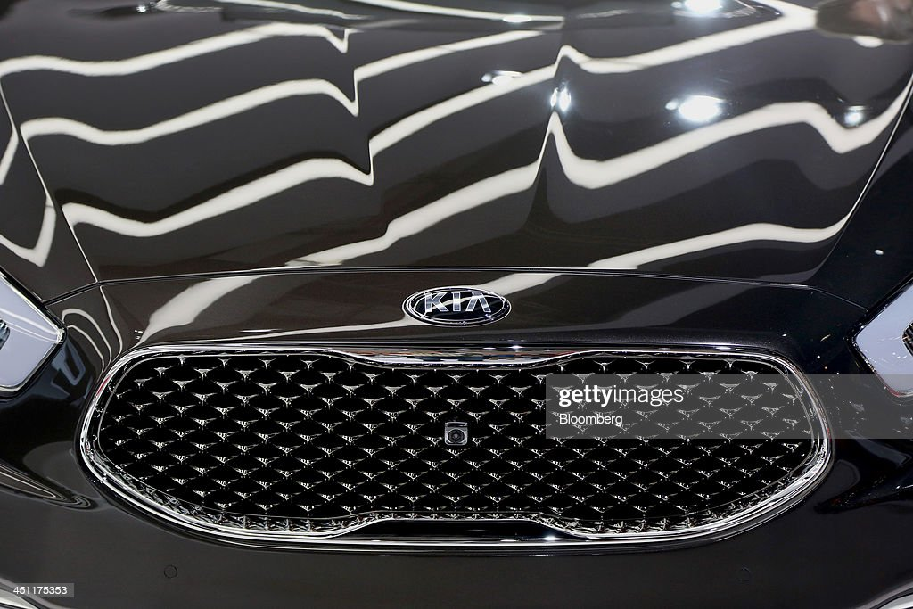The Kia Motors Corp. logo is seen on the hood of a K900 V8 vehicle displayed during the LA Auto Show in Los Angeles, California, U.S., on Thursday, Nov. 21, 2013. The 2013 LA Auto Show is open to the public Nov. 22 - Dec. 1. Photographer: Jonathan Alcorn/Bloomberg via Getty Images