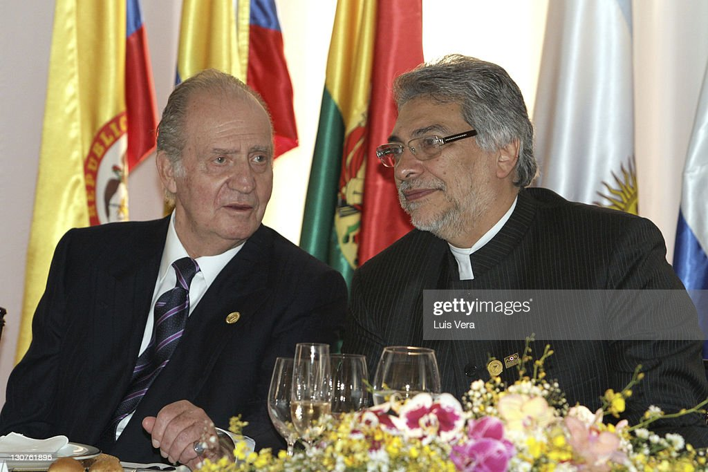 The King Juan Carlos (L) and the President of Paraguay <a gi-track='captionPersonalityLinkClicked' href=/galleries/search?phrase=Fernando+Lugo&family=editorial&specificpeople=587909 ng-click='$event.stopPropagation()'>Fernando Lugo</a>, during the aperture of the XXI Iberoamerican Summit on October 28, 2011 in Asuncion, Paraguay.