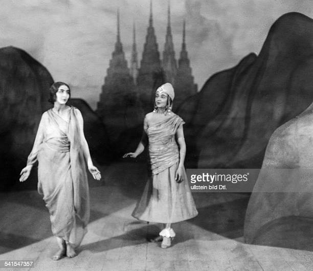 The King of the Dark Chamber theatrical play by Rabindranath Tagore the actresses Fritta Brod and Marie Andor on stage published in 'Berliner...