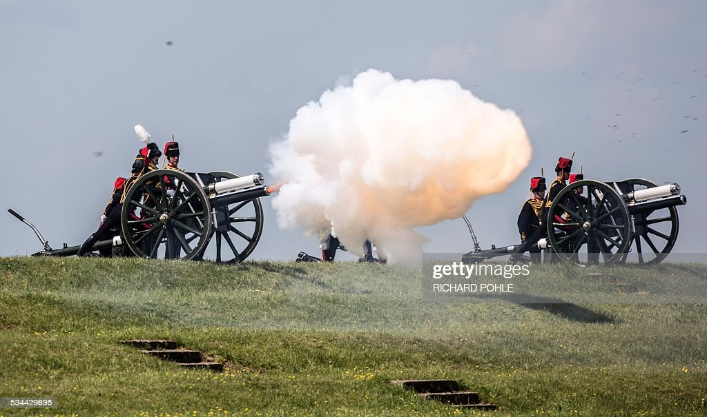 The King's Troop Royal Horse Artillery fire a 21 gun salute as Britain's Queen Elizabeth II (unseen) arrives to review the Royal Regiment of Artillery at Knighton Down, Larkhill on Salisbury plain, southern England on May 26, 2016. 2016 marks the Tercentenary of the formation of the Royal Artillery when, on 26 May 1716, by Royal Warrant of King George 1, two companies of artillery were formed at Woolwich in London, alongside the guns, powder and shot located in the Royal Arsenal. / AFP / RICHARD