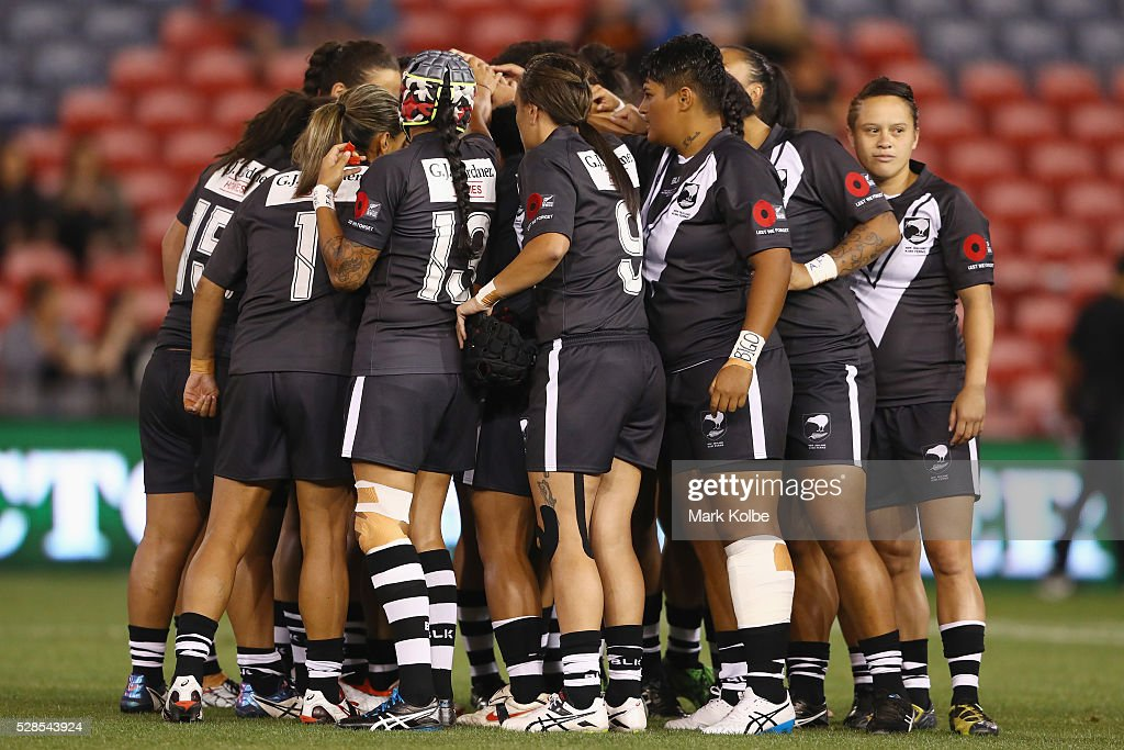 The Kiwi Ferns form a huddle before kick-off during the Women's international Rugby League Test match between the Australian Jillaroos and New Zealand Kiwi Ferns at Hunter Stadium on May 6, 2016 in Newcastle, Australia.