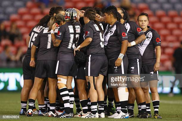 The Kiwi Ferns form a huddle before kickoff during the Women's international Rugby League Test match between the Australian Jillaroos and New Zealand...