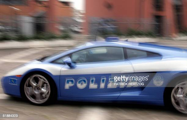 The 'Lamborghini Gallardo' police Car in Rome 16 December 2004 The supercar bearing State Police colors has a 10 cylinder 5 liters 500 hp engine and...