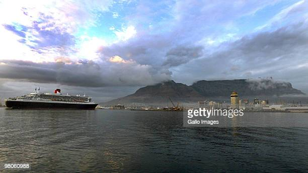 The largest ever ocean liner built the Queen Mary 2 arrives at Table Bay Harbour in Cape Town on Thursday 25 March 2010 The 345 metre long ocean...