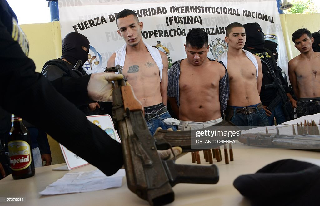 The leader of the Mara 18 gang Hector Manuel Pineda aka 'Calavara' is presented to the press along with other gang members following their arrest by...