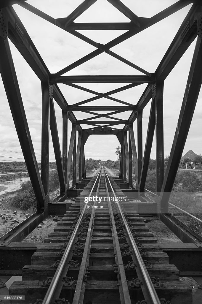 the length of railway with old steel bridge : Stockfoto
