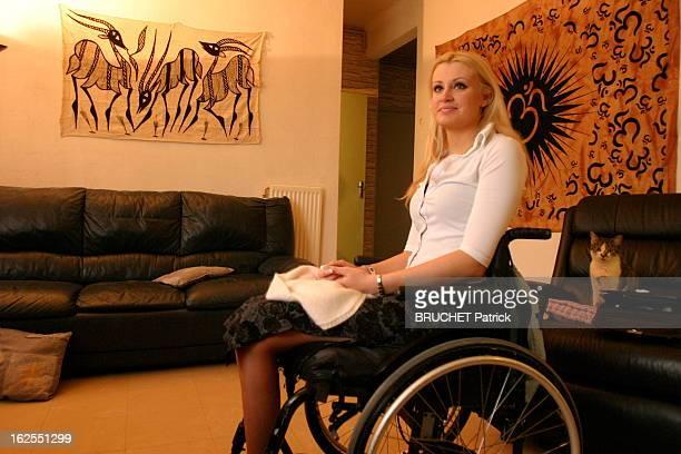The Lesson Of Love Of Three Young Women With Disabilities Julie GARRIC 22 ans a perdu l'usage de ses jambes suite à un accident de voiture à l'âge de...