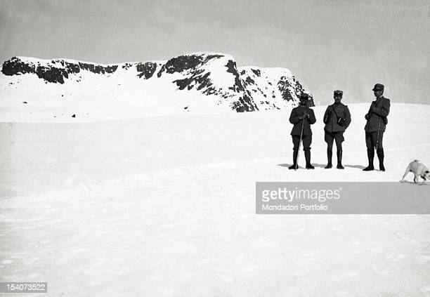 The lieutenant colonel Armand posing with two officers on the peak Juribrutto Italy 1916