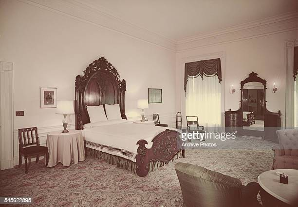 The Lincoln Bedroom formerly the Blue Suite in the White House Washington DC circa 1962 The Lincoln Bed was bought by Mary Todd Lincoln wife of...