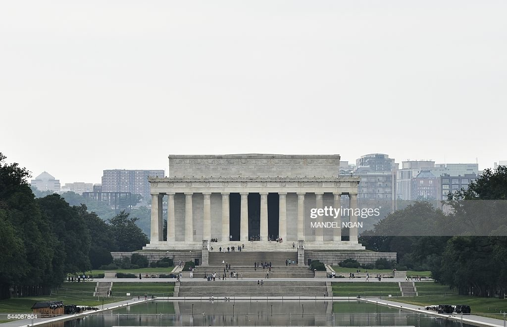 The Lincoln Memorial is seen July 1, 2016 on the Mall, a popular spot to watch the Independence Day holiday fireworks, in Washington, DC. / AFP / Mandel Ngan