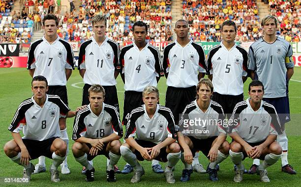 The line up from Germany pose together before the FIFA World Youth Championship 2005 quarter final match between Germany and Brazil on June 24 2005...