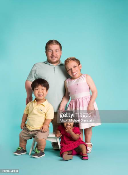The Little Couple Bill Klein Jen Arnold and son Will Klein and daughter Zoey Klein are photographed for People Magazine on May 17 2015 in Houston...