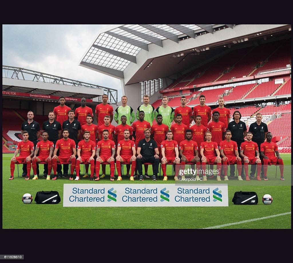 Hilo del Liverpool FC The-liverpool-201617-squad-back-row-joe-gomez-mamadou-sakho-joel-picture-id611528510