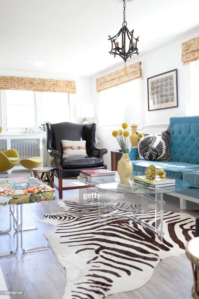 The Living Room Of Lifestyle Anchor Lara Spencer Is Photographed For New York Post On April