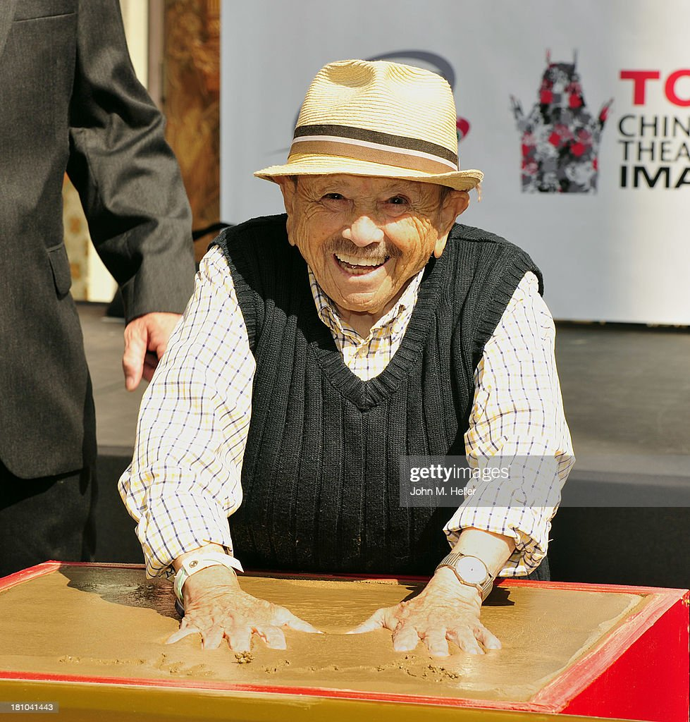 "Handprint-Footprint Ceremony For ""The Lollipop Kid"" Jerry Maren, 93, Last Of The Munchkins From ""The Wizard Of Oz"""