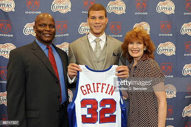 The Los Angeles Clippers number one draft pick Blake Griffin from the University of Oklahoma and his parents Tommy Griffin and Gail Griffin pose with...