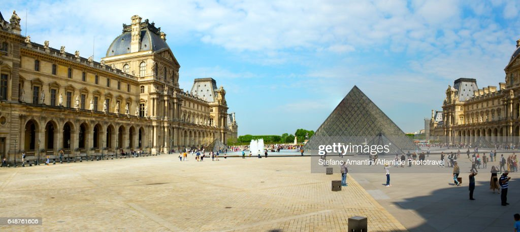 The Louvre, the pyramid : ストックフォト