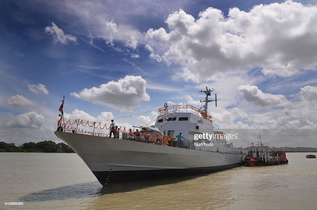 "The Lunches fourth in the series of four ""Water Jet Fast Attack Craft"" (WJFAC) being built for the indian Navy by Garden reach Shipbuilders & Engineers Ltd (GRSE) ceremony at Raja Bagan Dockyard in Kolkata, India, on 30 June 2016."