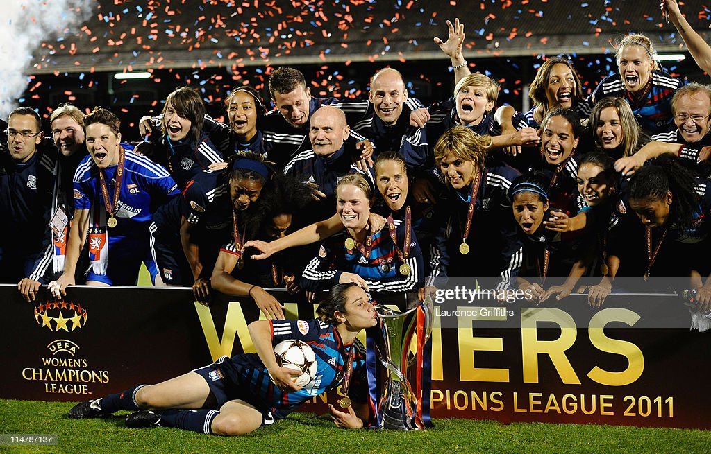 The Lyon Team celebrate victory in the UEFA Women's Champions League Final between Lyon and Turbine Potsdam at Craven Cottage on May 26, 2011 in London, England.