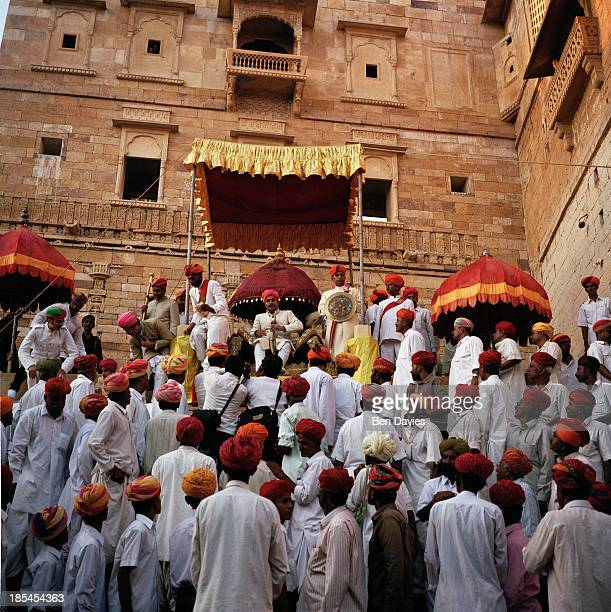 FORT JAISALMER RAJASTHAN INDIA The Maharaja of Jaisalmer seated under a canopy in Jaisalmer Fort in India to celebrate one of the many local...