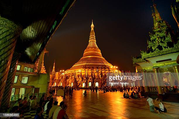 The main attraction in Yangon is undoubtely the Shwedagon Pagoda As nigh falls the pagoda is lit giving it this golden glow