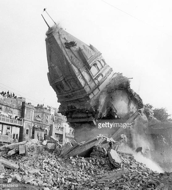 The main structure of the Hindu temple of Jaen in Lahore crumbles to the ground 08 December 1992 as a result of its storming by Moslems protestors in...