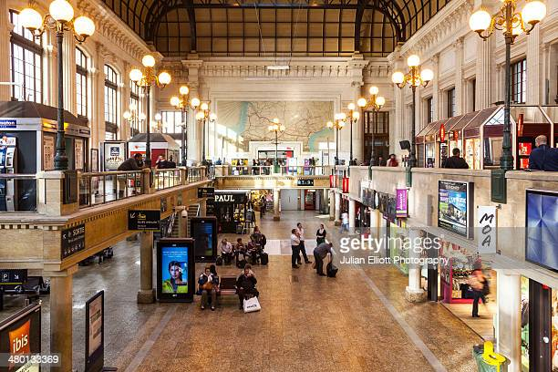 The main waiting area in Bordeaux railway station.
