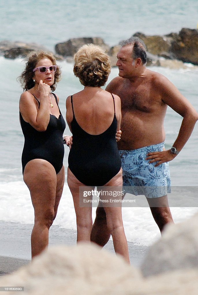 The major of Madrid Ana Botella and Pepe Barroso are seen on August 12 2012 in Marbella Spain