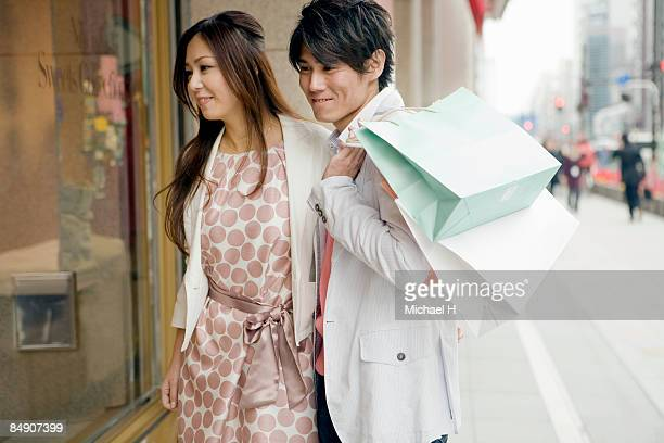 The man and woman is window-shopping