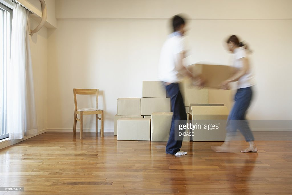 The man and woman who carries baggage in a house