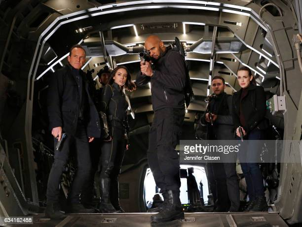 S AGENTS OF SHIELD 'The Man Behind the Shield' Mace fights for his life while Coulson and team find themselves in a deadly catandmouse game as they...
