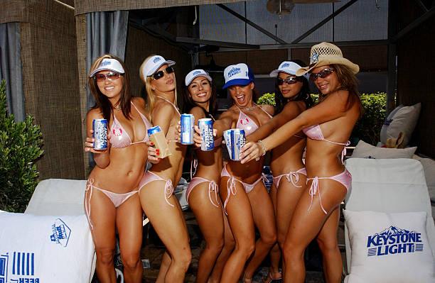 Fotos und bilder von stuff magazine palms casino weekend for Pool man show