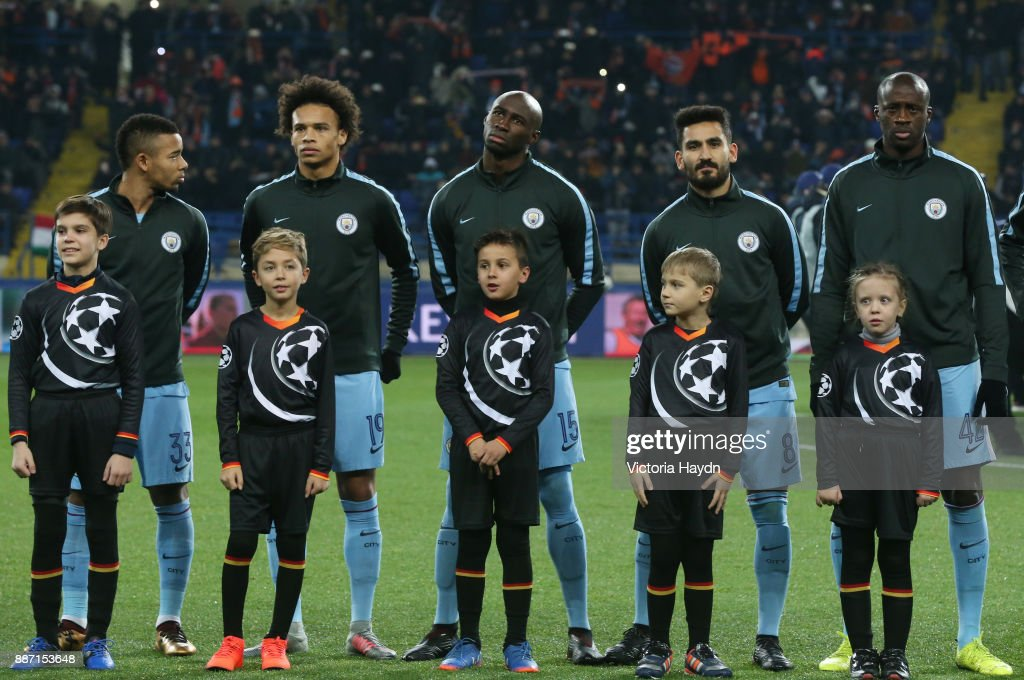http://media.gettyimages.com/photos/the-manchester-city-team-line-up-prior-to-the-uefa-champions-league-picture-id887153648?k=6&m=887153648&s=594x594&w=0&h=nz8PFouvxsFz488l00qO8zDuvz8WovTzf2TG32-RjUY=