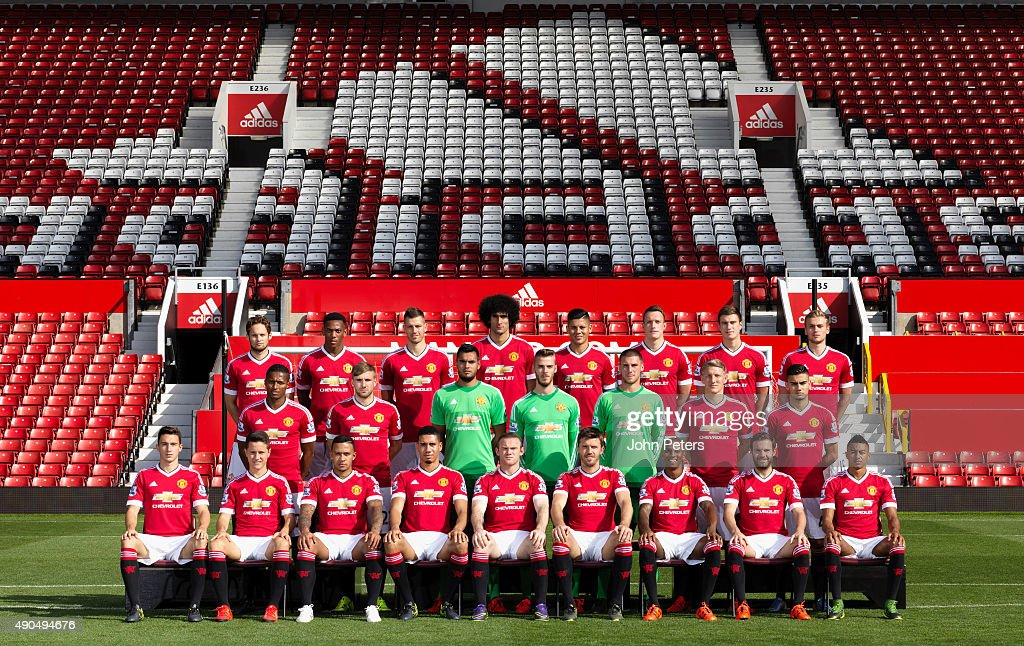 Hilo del Manchester United The-manchester-united-squad-pose-during-the-annual-team-photocall-at-picture-id490494676