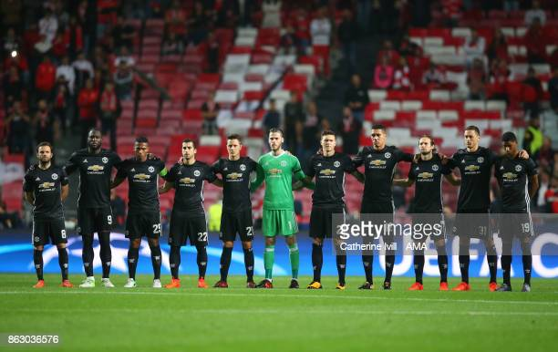 The Manchester United team stand for a minutes silence before the UEFA Champions League group A match between SL Benfica and Manchester United at...