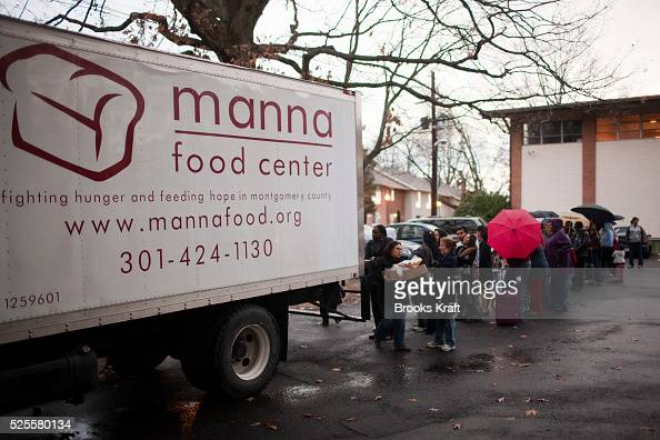 the manna food center in gaithersburg md distributes food to people