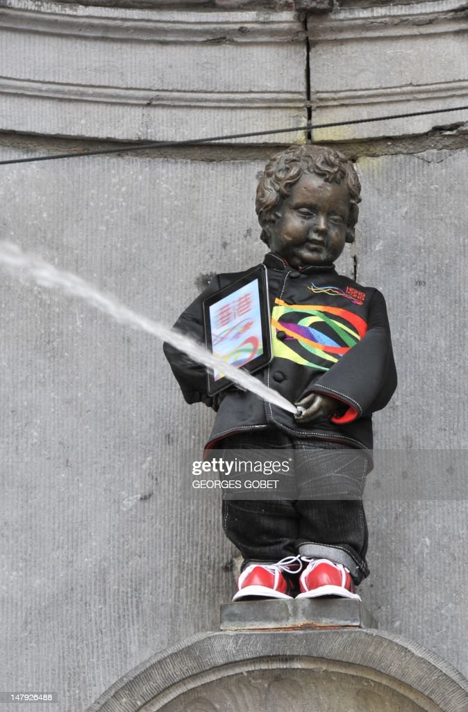 The Manneken-Pis fountain in Brussels sports on July 6, 2012 a traditional Hong Kong costume in Brussels. It is the first time the bronze boy that pees into a fountain wears such a costume, including a traditional Zhongshan suit and a clipboard under his arm. AFP PHOTO / GEORGES GOBET