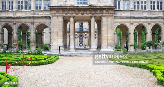 The Marais, garden near the entrance of Musée (Museum) Carnavalet : Stock Photo