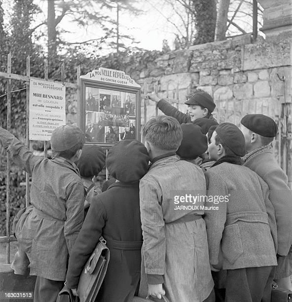 The First Trial Loudun 25 février 1952 un groupe d'enfants s'est réuni devant le panneau d'affichage en plein air du quotidien la Nouvelle République...
