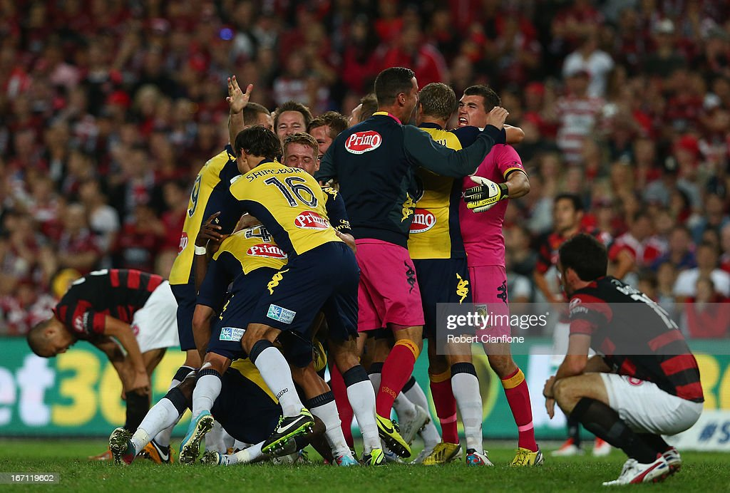 The Mariners celebrate after they defeated the Wanderers during the A-League 2013 Grand Final match between the Western Sydney Wanderers and the Central Coast Mariners at Allianz Stadium on April 21, 2013 in Sydney, Australia.