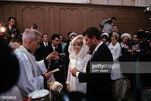 The Marriage Of Johnny Hallyday And Sylvie Vartan In Loconville Loconville 12 avril 1965 Debout dans l'église du village face au père ZUPAN à...