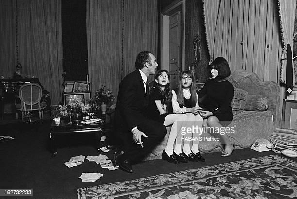 The Marriage Of Juliette Greco And Michel Piccoli Paris rue de Verneuil le 13 décembre le lendemain de leur mariage secret à Verderonne un petit...
