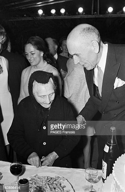 The Marriage Of MarieLaure Prouvost And Claude ChevallierAppert France 30 janvier 1966 MarieLaure PROUVOST petite fille de Jean PROUVOST industriel...