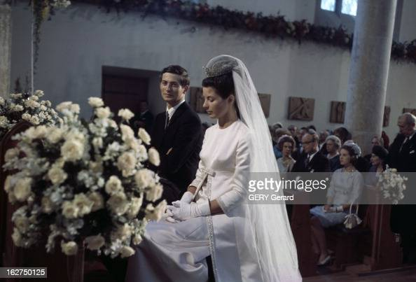 The Marriage Of Prince HansAdam Of Liechtenstein With Mary Kinsky Von Wchinitz Und Tettau Vaduz 30 juillet 1967 Lors de leur mariage assis dans...