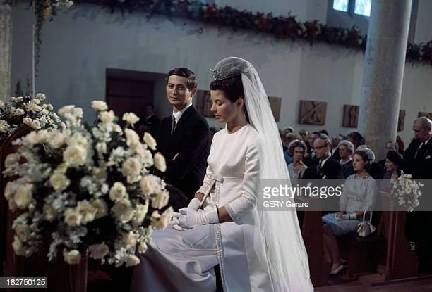 The Marriage Of Prince HansAdam Of Liechtenstein With Mary Kinsky Von Wchinitz Und Tettau Vaduz 30 juillet 1967 Lors de leur mariage assis dans...