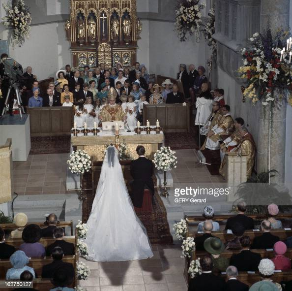 The Marriage Of Prince HansAdam Of Liechtenstein With Mary Kinsky Von Wchinitz Und Tettau Vaduz 30 juillet 1967 Lors de leur cérémonie de mariage...