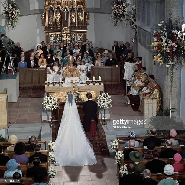 The Marriage Of Prince HansAdam Of Liechtenstein With Mary Kinsky Von Wchinitz Und Tettau Vaduz 30 juillet 1967 Lors de leur cérémonie de mariage...