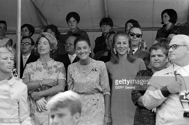 The Marriage Of Prince HansAdam Of Liechtenstein With Mary Kinsky Von Wchinitz Und Tettau Vaduz 30 juillet 1967 Lors du mariage du prince HANSADAM DE...